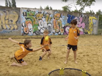 Sommerspiele on Tour – Spikeball (Video Nickelodeon)