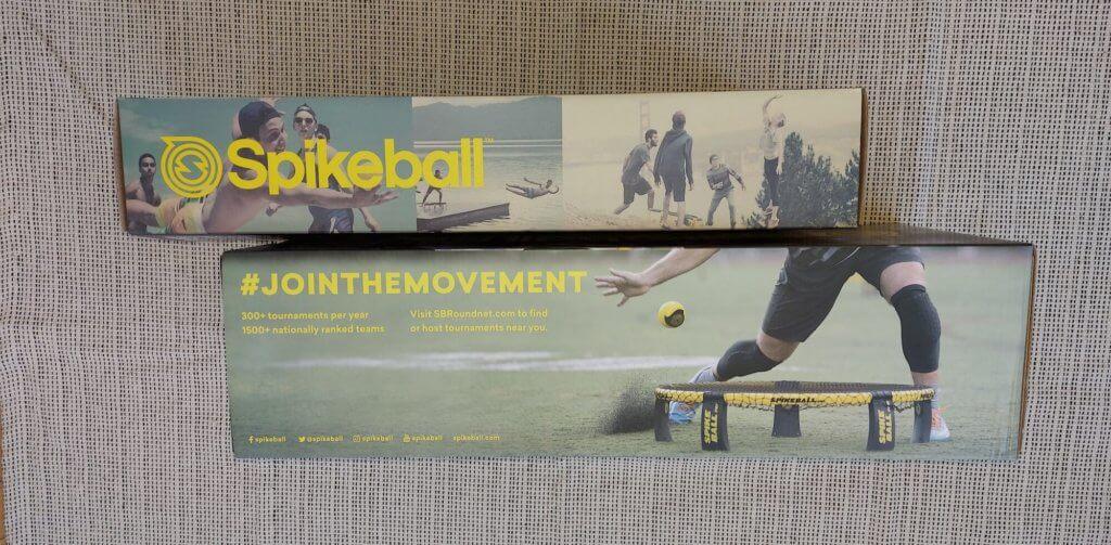 Spikeball Kartons von der Seite
