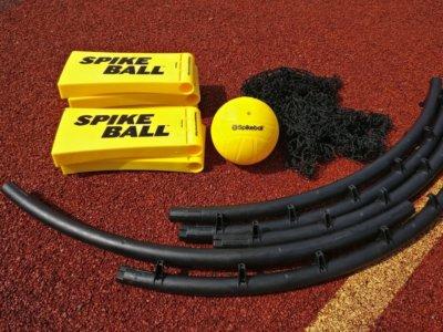 So baust du das Spikeball Set zusammen – Aufbau Anleitung