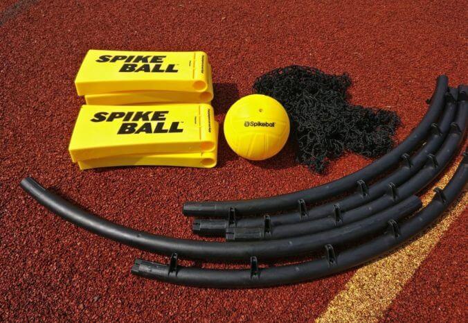 Das Spikeball Set aufbauen - so gehts