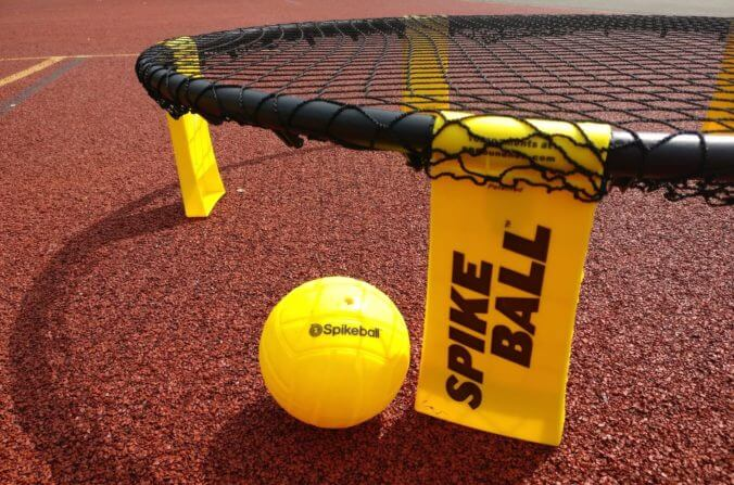 Spikeball spielen