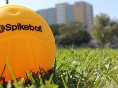 Mehr Spielkontrolle durch weniger stark aufgepumpten Spikeball Ball