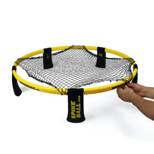Spannen des Spikeball Netzes