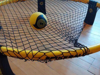 Wie stark wird das Spikeball Netz gespannt?