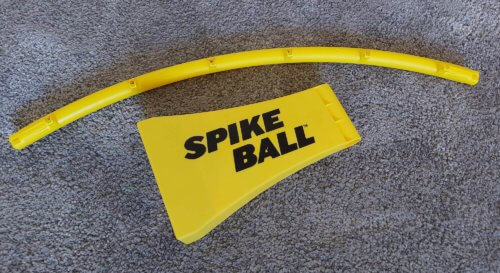 Rahmenteil und Fuß vom Spikeball Rookie Set